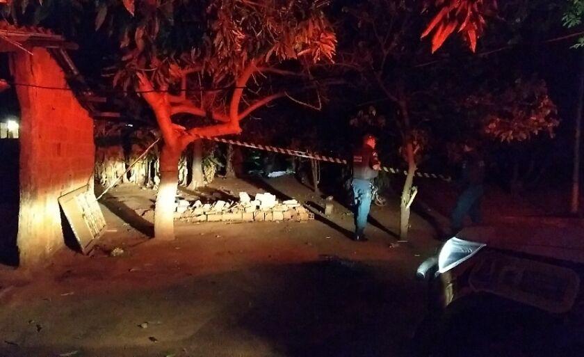 A área onde o corpo foi encontrado foi isolada pela PM