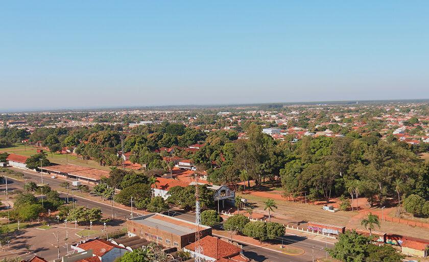 Retrato urbano e a antiga área da rede ferroviária Noroeste do Brasil (NOB).