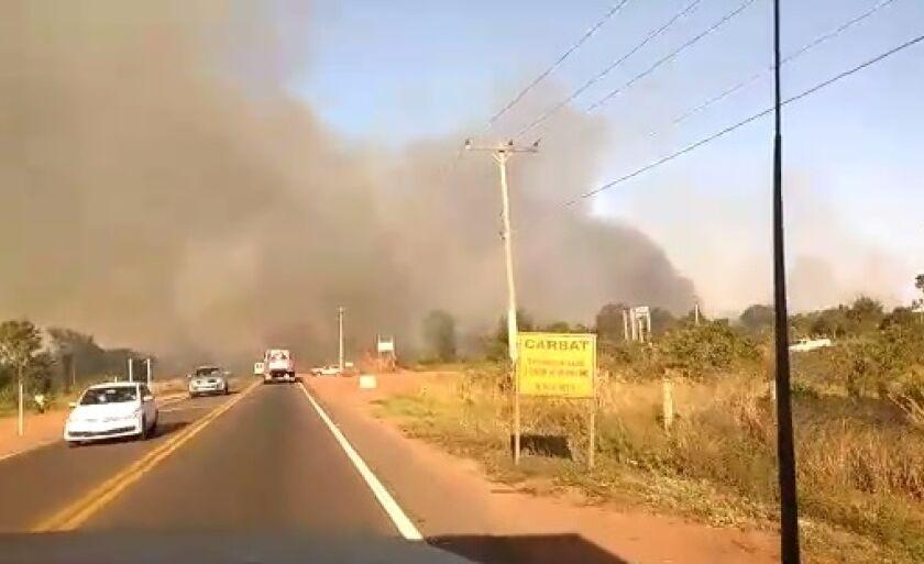 Incêndio às margens da BR-262, rodovia que liga Três Lagoas a Campo Grande