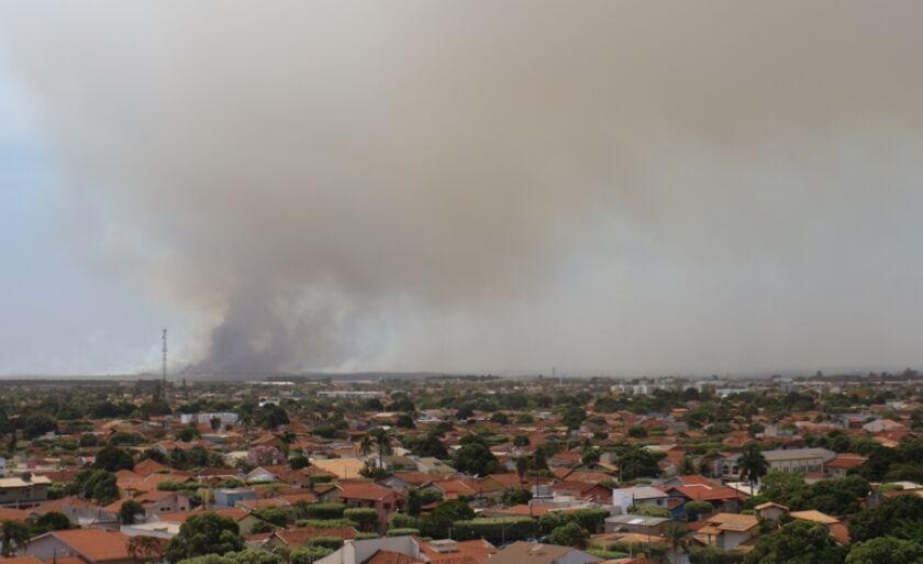 Fumaça vem da cidade de Castilho (SP) e atinge Três Lagoas