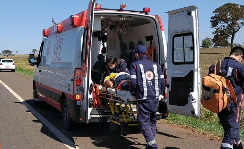 Vítima foi socorrida com ferimentos leves e levada ao Hospital Auxiliadora, onde passa por exames