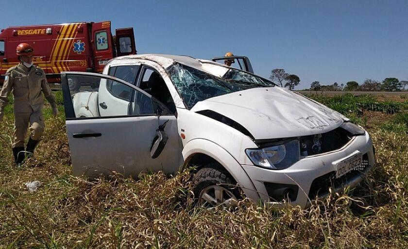 Caminhonete em que ele estava ficou destruída; motorista teve ferimentos leves