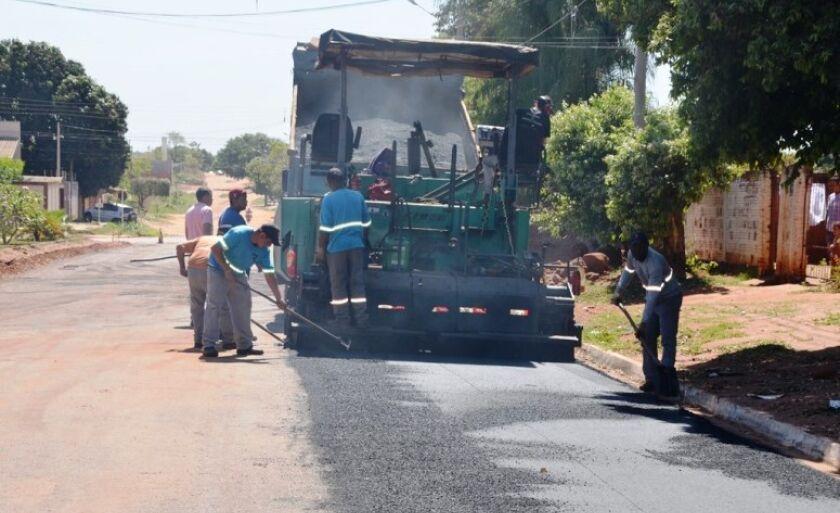 Obras de asfalto e drenagem estão em execução em Três Lagoas