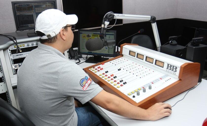 Pesquisa mostra que o rádio é um dos meios de comunicação favoritos pelo dinamismo da informação