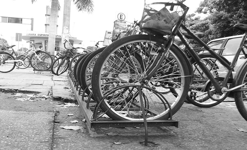 Mesmo com a modernização, bicicletas ainda são utilizadas como meio de transporte por muitos três-lagoenses