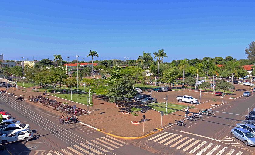 A Praça Ramez Tebet é um dos cartões postais de Três Lagoas e está localizada no cruzamento das principais ruas do Centro da cidade