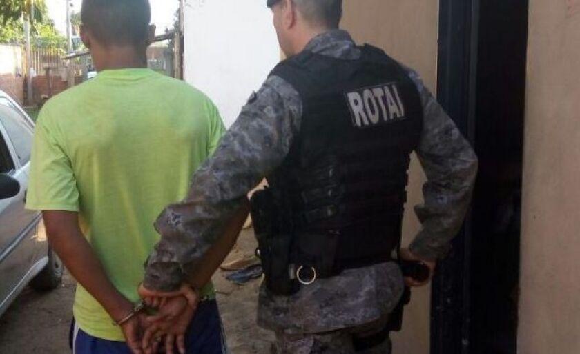 O suspeito foi levado pelos policiais da Rotai até a Delegacia de Atendimento a Mulher