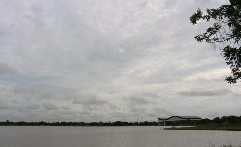 Céu encoberto e possibilidade de chuva para esta sexta-feira