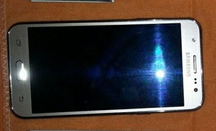 Um dos celulares roubados que foi recuperado pela Polícia Civil