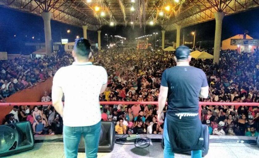 Dupla Henrique & Diego no Show de Aniversário Cultura FM Paranaíba