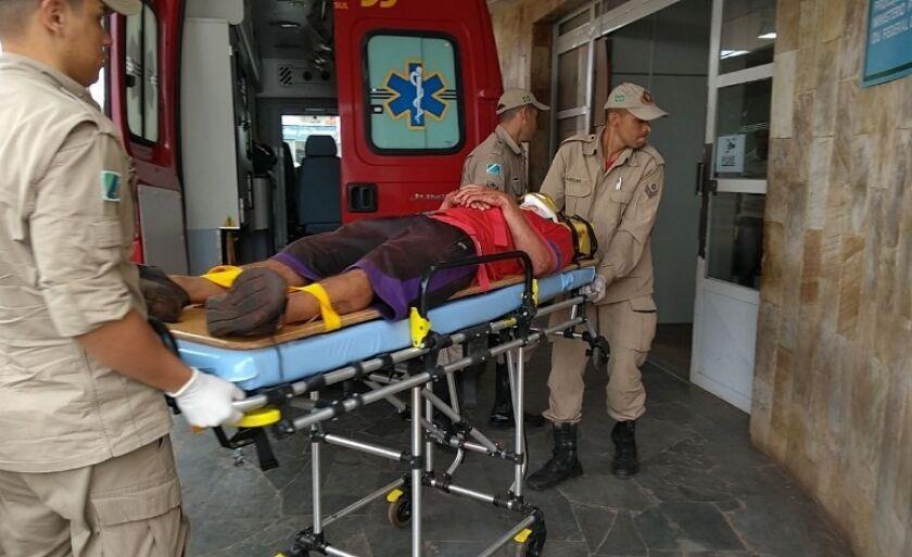 Uma das três vítimas foi levada com urgência para o Hospital Auxiliadora