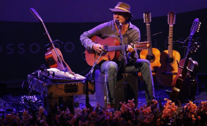 Almir Sater interpreta a canção em homenagem aos 40 anos da criação de MS