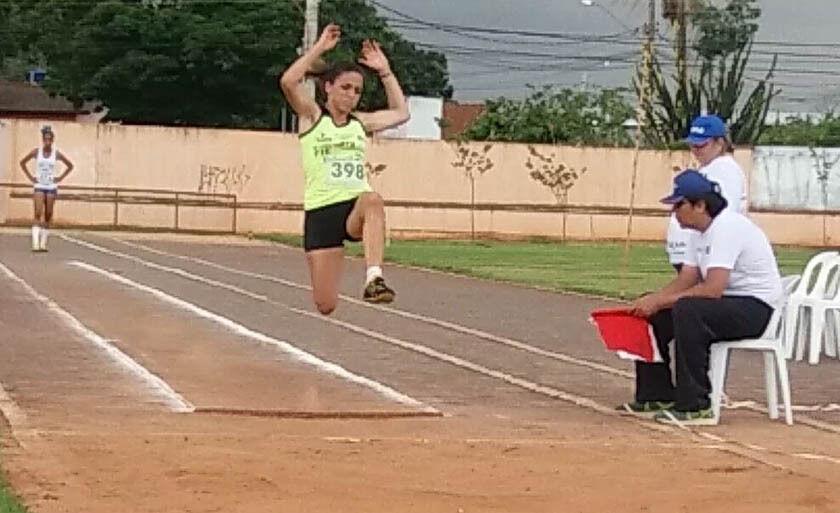 Camila, durante prova de salto em distância, no sábado, em Campo Grande