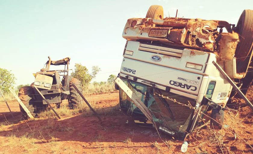 Caminhão com as rodas para o ar. Abaixo assinado em Água Clara segue no comércio local
