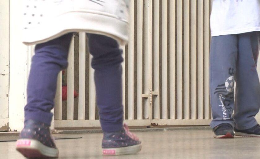 Criança aproveitou descuido e portão aberto para fugir da creche