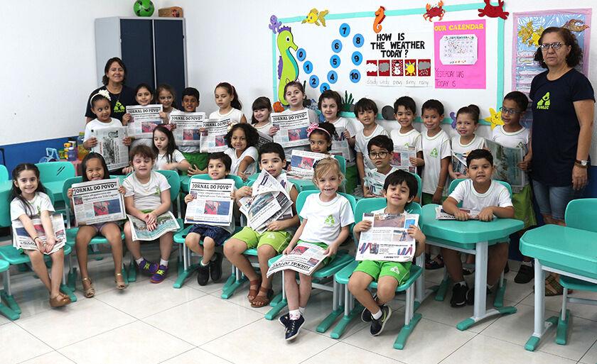 Crianças participam de atividades sobre meios de comunicação