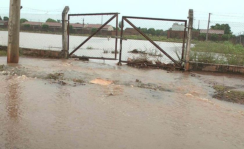Prefeitura disse que maquinário é desligado no momento da chuva