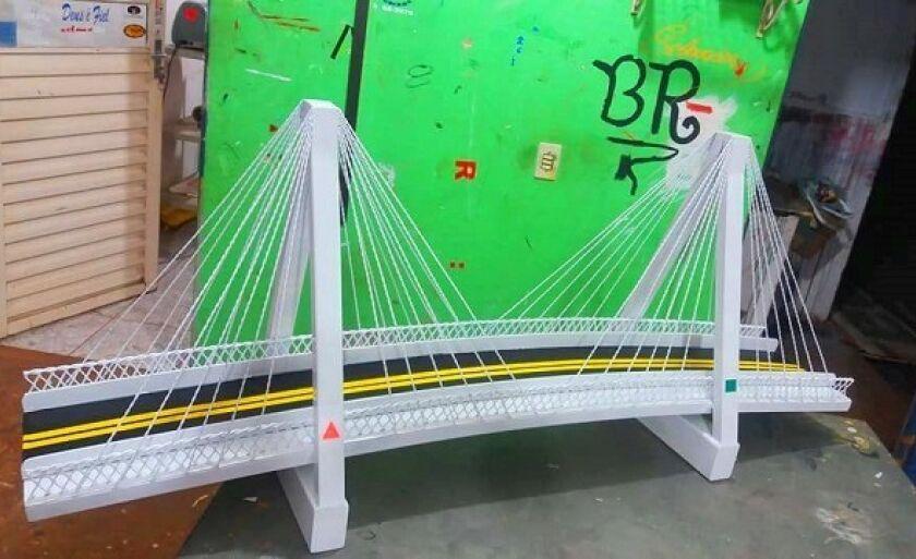 Réplica de ponte feita por serralheiro tem riqueza de detalhes