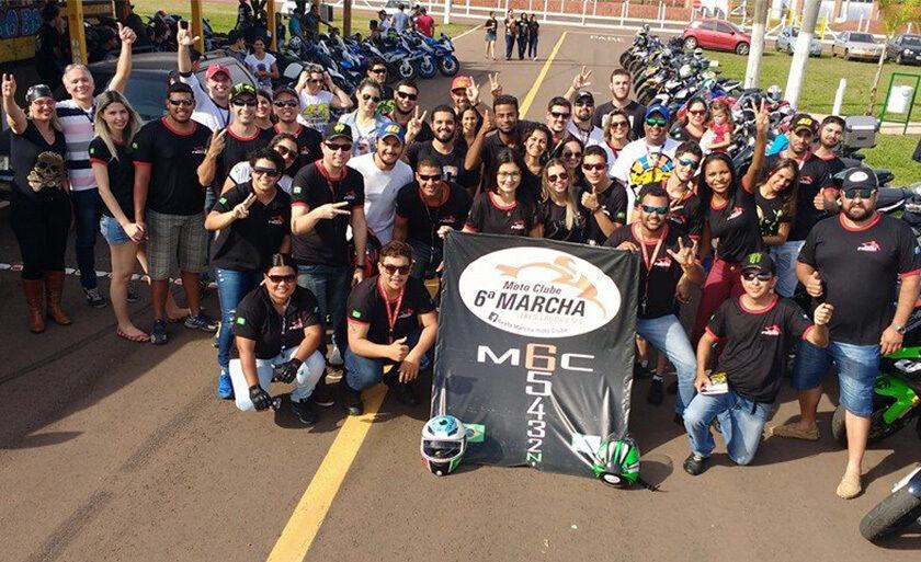 O moto clube Sexta Marcha, organizou uma galinhada beneficente
