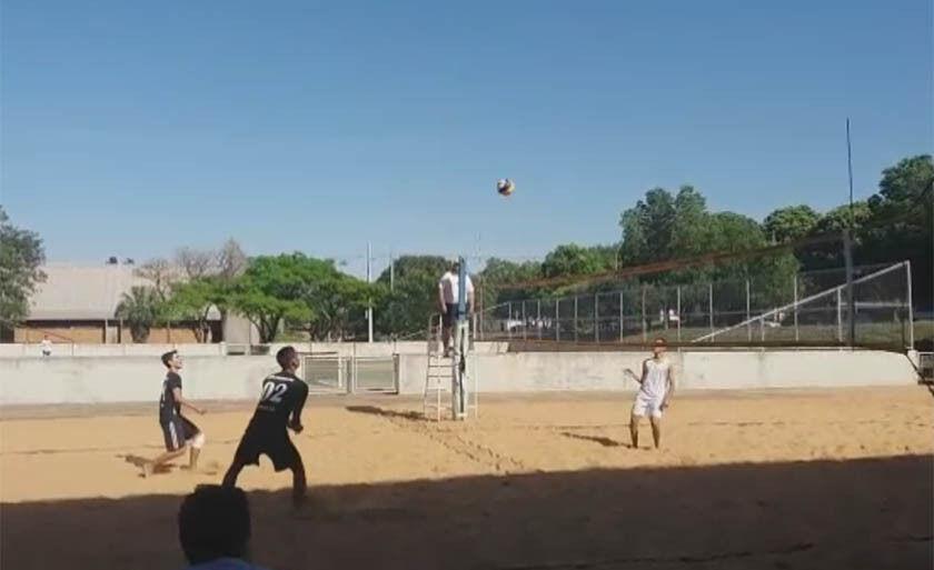 Sob o comando da técnica Ana Rita Muniz, a equipe de vôlei de praia de Três Lagoas segue nesta quinta-feira para Cuiabá