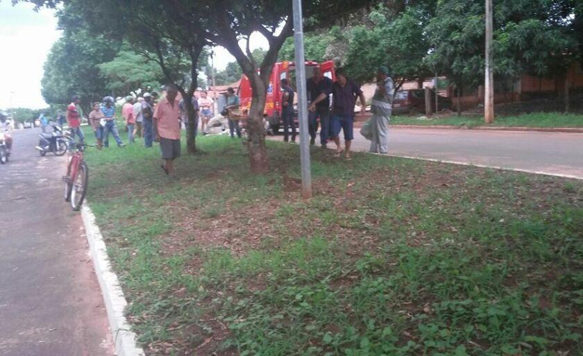 O homem sofreu escoriações na perna esquerda e foi encaminhado para Santa Casa