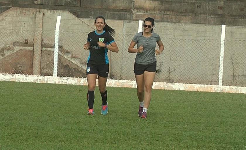 Daiane Muniz treina ao lado da personal, no Madrugadão