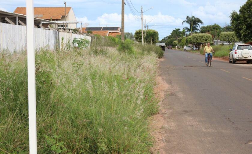 Multa para terrenos sujos ou calçadas esburacadas pode chegar a 20% do valor venal da área