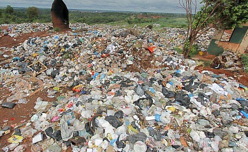 A cidade produz cerca de 30 toneladas de lixo por dia