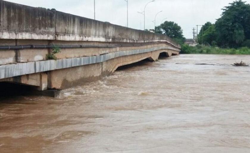 Na altura em que está o Rio já iniciou o processo de invasão nas instalações lindeiras ao seu curso