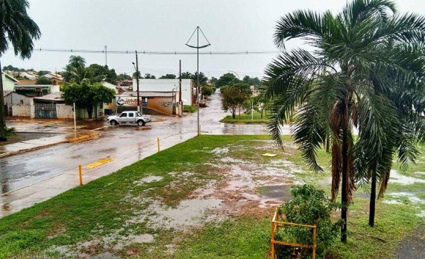Além de inundar ruas e avenidas, as últimas chuvas também causaram estragos em Paranaíba