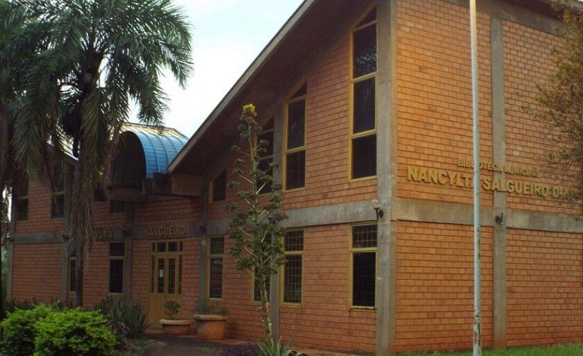 Por conta de rachaduras no prédio, em 2012 a biblioteca foi interditada