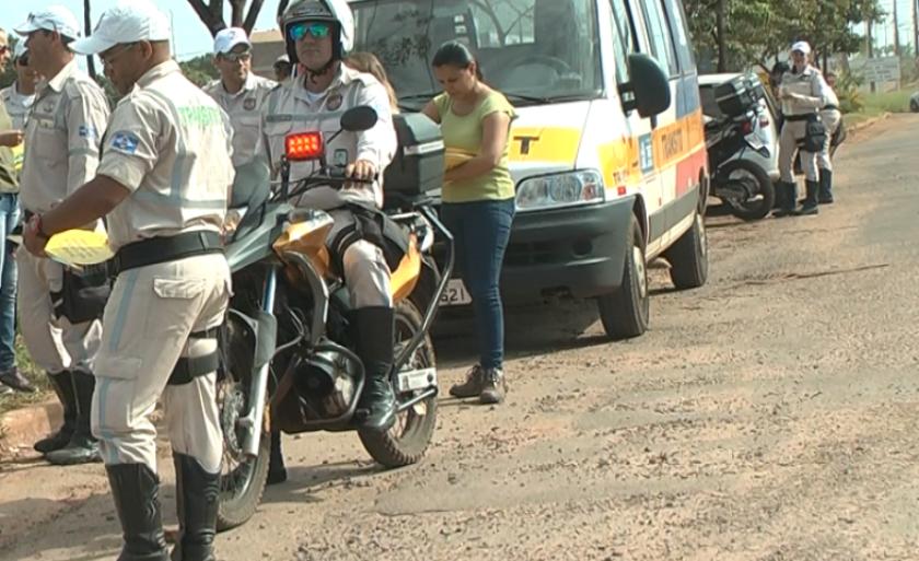 'Agentes de trânsito só aplicam multa se necessário', diz secretário