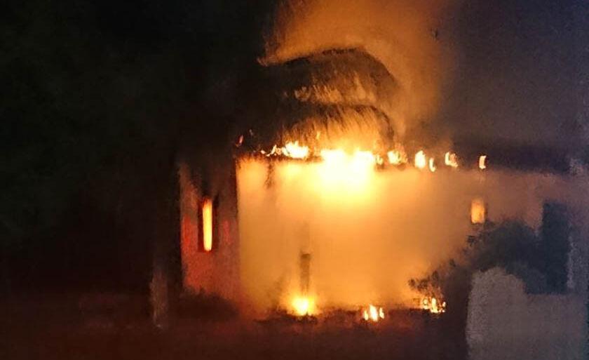 As chamas foram rapidamente extintas pelos bombeiros