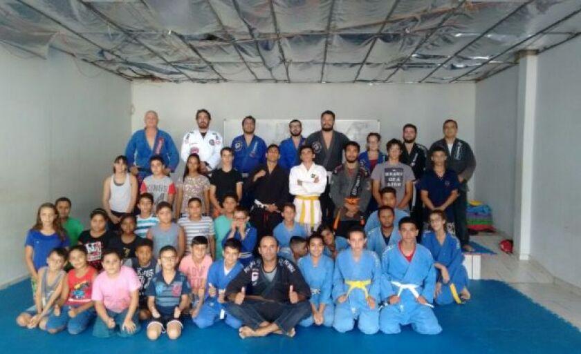 O instrutor convidou importantes atletas de jiu-jítsu de Paranaíba para participarem da primeira aula