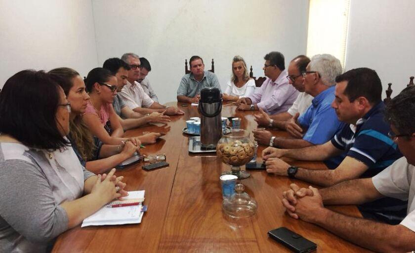 Representantes de entidades se reúnem para pedir providências diante crimes na cidade