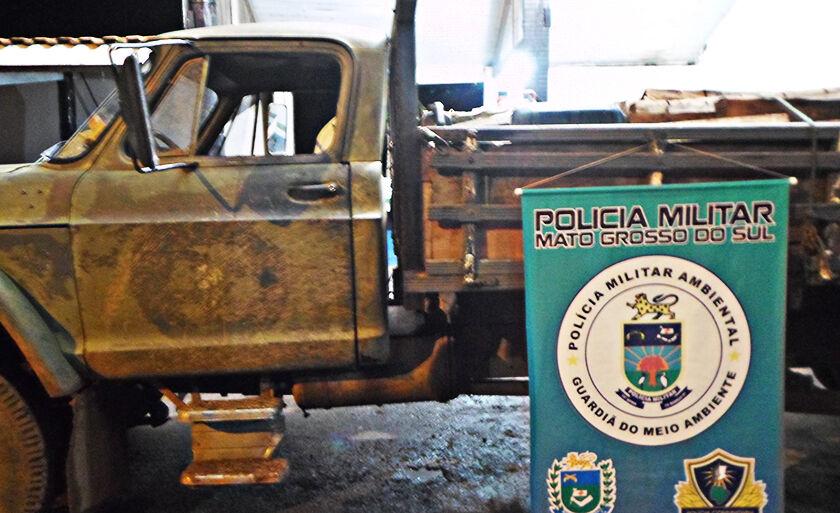 Veículo e a aroeira foram apreendidos e encaminhados à delegacia de Polícia Civil de Miranda