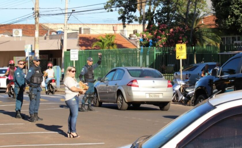 A Polícia Militar vai realizar blitz educativa nas proximidades das principais escola da cidade.