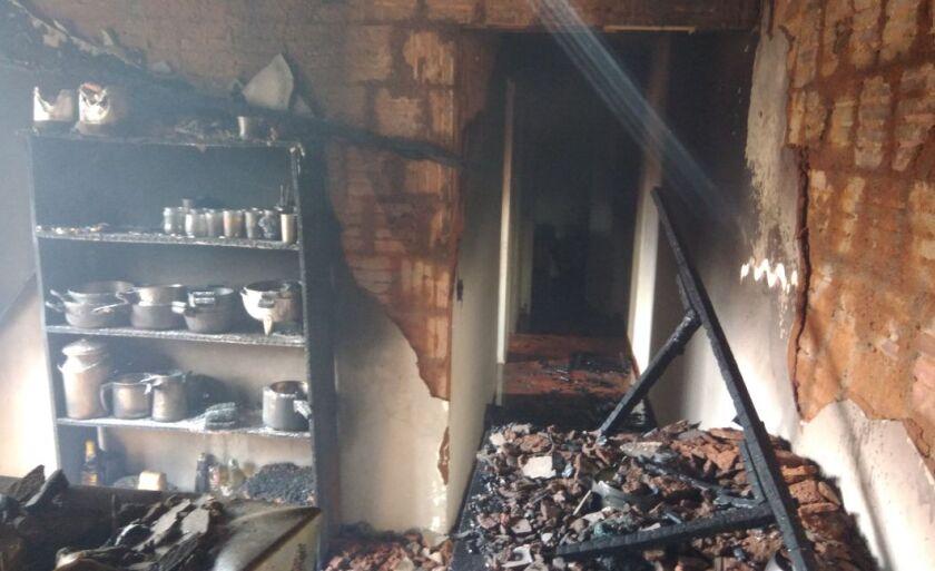 Os alimentos também foram consumidos pelo fogo