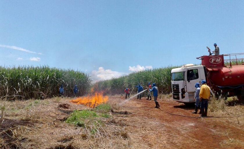 No curso foram administrados conceitos básicos sobre incêndios