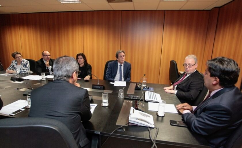 O anúncio foi feito na noite de terça-feira (20), durante audiência com os senadores Waldemir Moka e Simone Tebet, ambos do MDB, e a deputada federal Tereza Cristina (DEM)