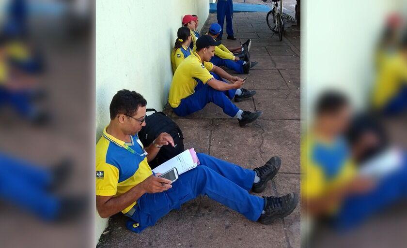 Funcionários das agências dos Correios paralisaram as atividades nesta manhã.
