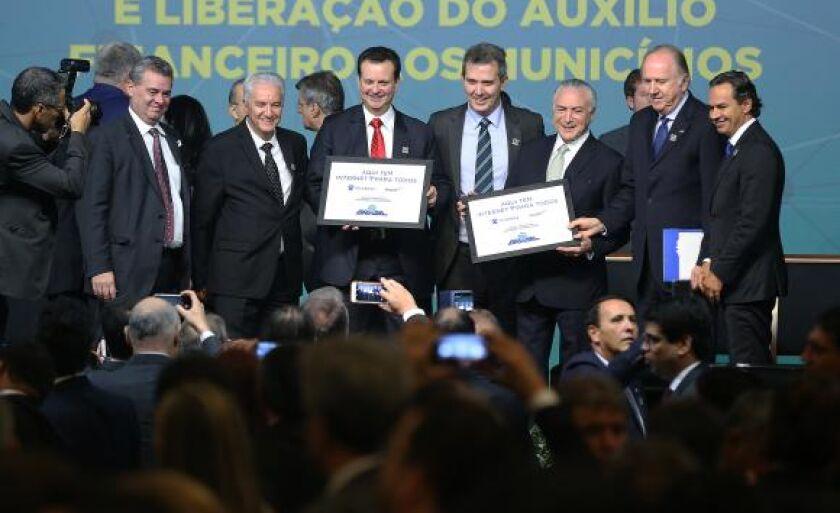 A solenidade de assinatura com o ministro das Comunicações, Gilberto Kassab, contou com a presença do presidente da República, Michel Temer