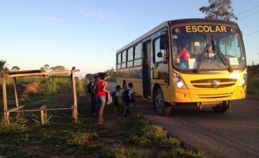 Ônibus escolares só poderiam buscar ou deixar os alunos na entrada das propriedades em duas situações