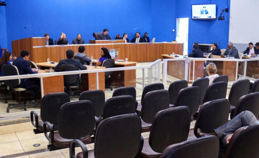 Na sessão desta terça-feira os vereadores derrubaram os cinco vetos integrais do Poder Executivo