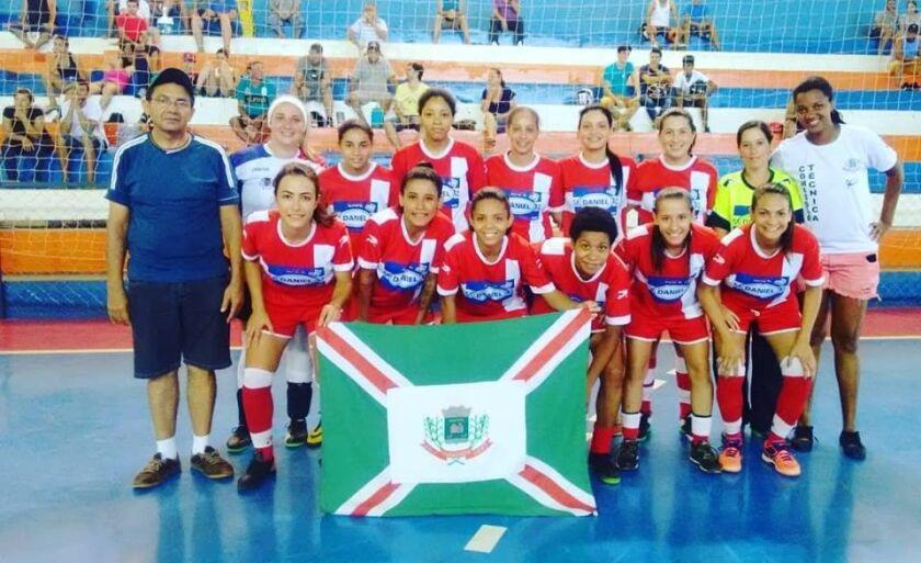 """Paranaíba foi a vice-campeã do campeonato feminino de futsal """"Copa das Copas"""", realizado em Aparecida do Taboado"""