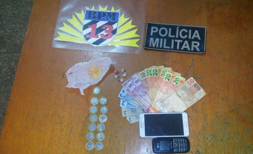 A primeira ocorrência foi às 14h20, onde policiais durante policiamento ostensivo preventivo na rua Araxá 3
