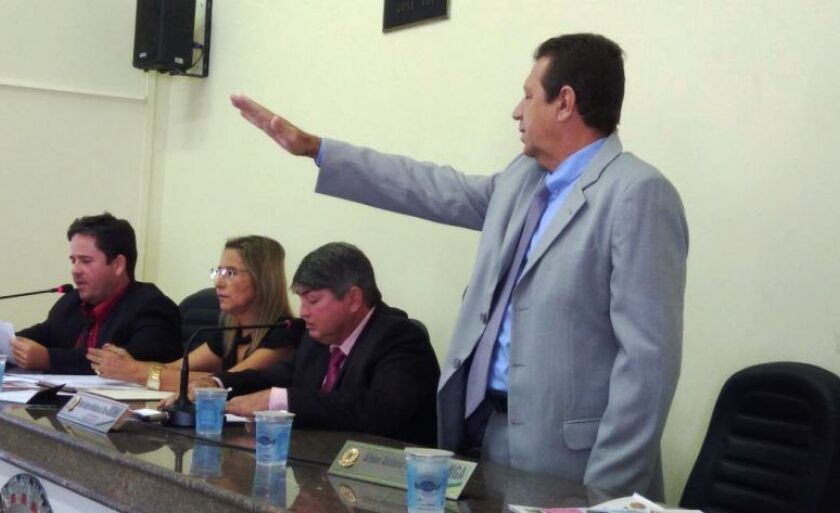 Nelo - colega de partido de Miziara - fez juramento durante sessão da Câmara, nesta semana