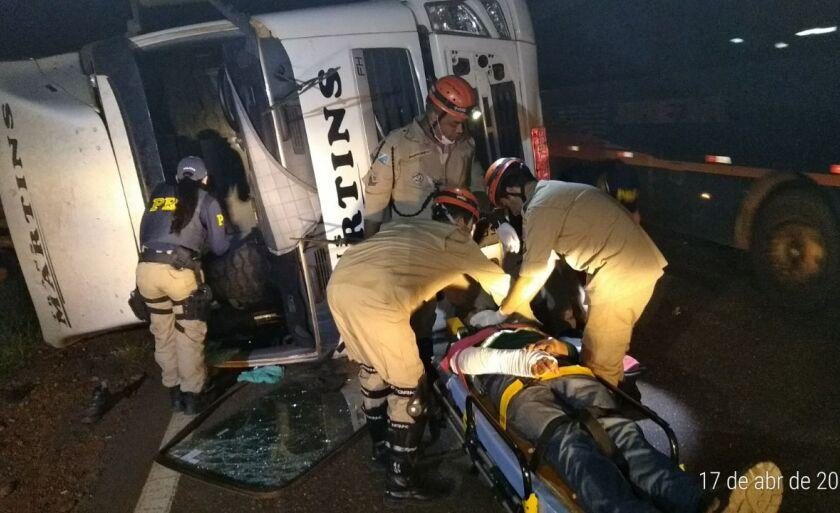 Carreteiro foi socorrido por bombeiros de Três Lagoas