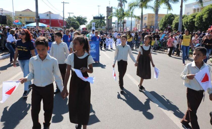 Secretaria estuda possibilidade de realizar o tradicional desfile no período da tarde