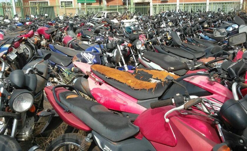 Local está cheio de motos e carros sem condições de uso